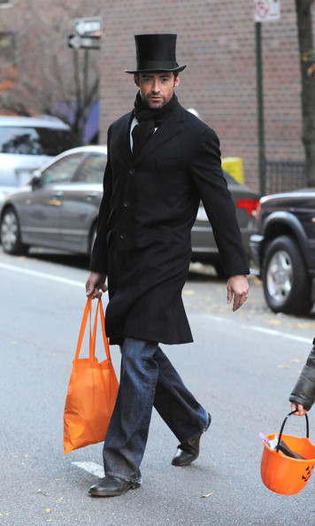 Hugh Jackman went trick-or-treating with his kids in the West Village on October 31. Dressed as Abraham Lincoln. Love this. Imagine opening the door to Hugh Jackman :-D