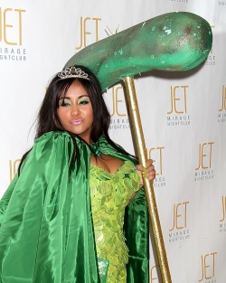 Snooki was a Pickle Princess for Halloween this year…