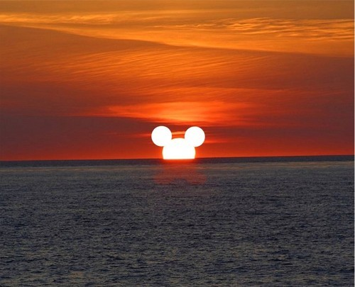 paulangelo25:  Disney sunset  if only i could see this!