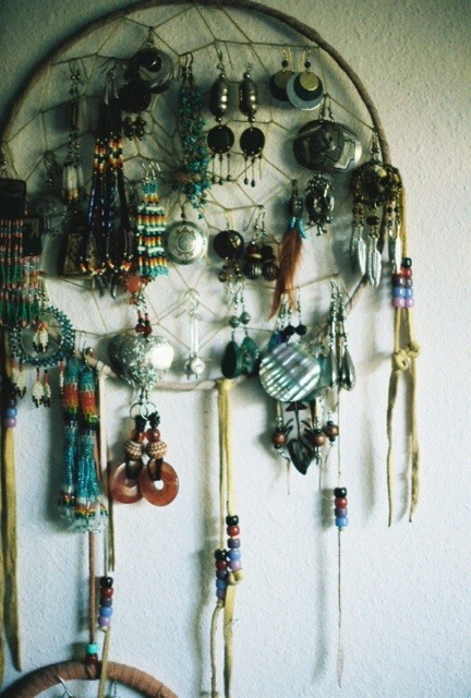 thedecorista:  bohemian jewelry storage…  I adore this idea. ADORE.