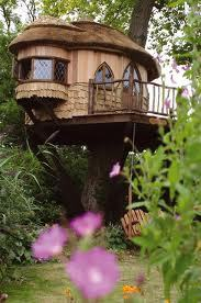 kisskissbanggbangg:  I truly want to live in a treehouse