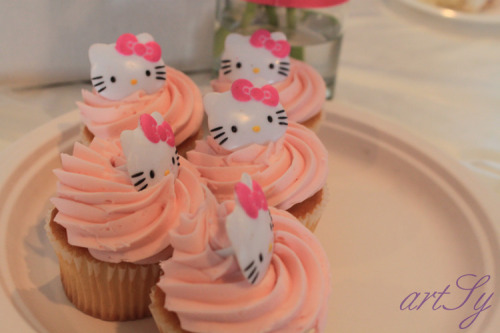 "hello-kitty:  My cousin's ""Hello Izzy"" babyshower cupcakes / katreenist"