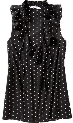 This polka dot top has a girly, Kate Spade feel to it. But it's only $24.50 from Old Navy! Also available in other colors (including white with black polka dots), click through to buy. And don't forget to use Ebates for cash back from your Old Navy order!