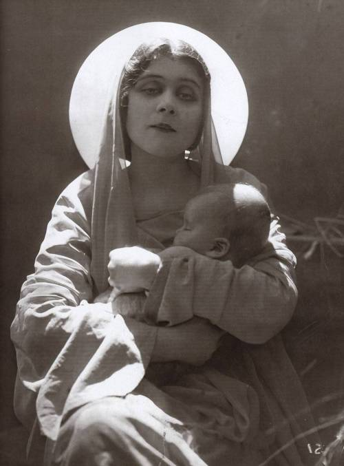 wehadfacesthen:  Theda Bara as The Virgin Mary (!) via retrogasm