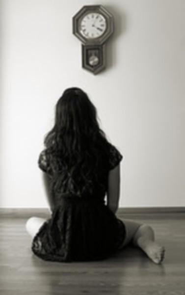 As vezes fico em silencio, e meus dias são iguais, o tempo passa mais eu fico aqui e nada muda, me olho no espelho e não consigo entender..