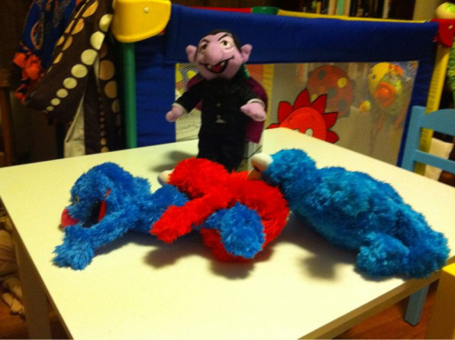 zombiesmaketheheartgrowfonder:  maritsa:  Muppet centipede, courtesy of my husband. I'm torn between laughing and wanting to vomit.  This. Is. Amazing.  I am dying laughing.  ONE DIGESTIVE TRACK!