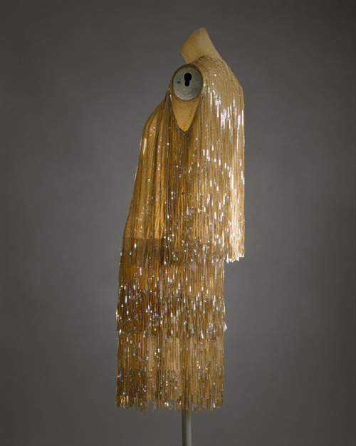 omgthatdress:  Edward Molyneux dress ca. 1926-1927 via The Costume Institute of The Metropolitan Museum of Art