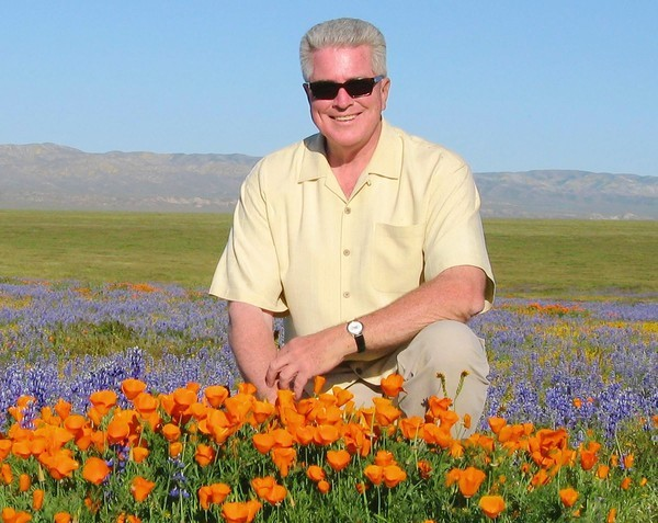 thetenssf:  crosseyed:  Huell Howser Does anyone watch California Gold?  Doe anyone NOT watch California's Gold?! Huell Howser is the fucking man. I'd take a bullet for him.  Rest In Peace, Huell. Sad news. I hope to have more amaaaaazing adventures in California following in your footsteps.