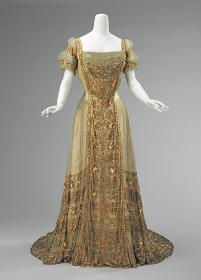 legendarylove:  itsdelovely:  Ball Gown (1910)   THIS IS SOOOO GORGEOUS!!!!!!!!!!!!!!!!!!!!!!!!!!!