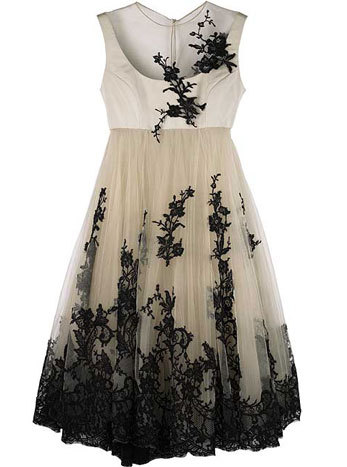 fandorina:  Alexander McQueen  lace dress  2006 source