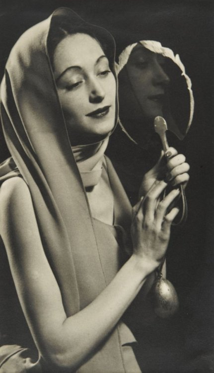 "Man Ray ""Nusch Eluard with a Mirror"" 1935.   via"