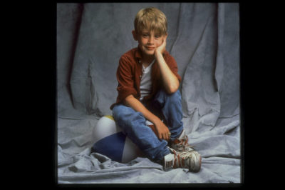 ranga-sauce:  Here is a picture of Macaulay Culkin  my brother looked EXACTLY like him when he was little!