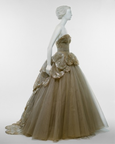 "omgthatdress:  Christian Dior ""Venus"" dress ca. 1949 via The Costume Institute of The Metropolitan Museum of Art"