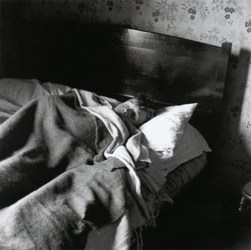 liquidnight:  Bill Brandt 3FS9, circa 1939-1943 From Homes Fit for Heroes