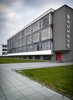 muchodeto:  Icon: Bauhaus at Dessau by Walter Gropius | Daily Icon