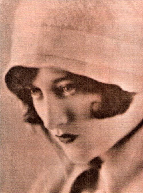 Joan Crawford, age 17; 1922