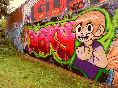 albotas:  Daily Graffiti: Scott Pilgrim & The Infinite Radness. This fresh piece by DISKY is surprisingly the first and only Scott Pilgrim graffiti I've ever come across on the internets. Too bad there's no better angles. I'd really like to see more of Envy. Check  out the Daily Graffiti Archives for more geektastic street art!