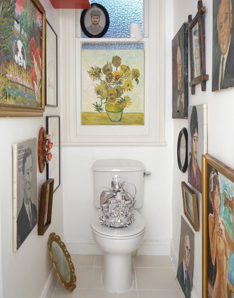 This is the toilet belonging to Supermarket Sarah. I first heard of her site when Damon Albarn bought something from her.  She displays all sorts of crafts, antiques, second-hand goods and vintage clothes around her home, photographs it, puts it on her website and it's all for sale! Anyway, I like this idea of lots and lots of pictures in the wee room.