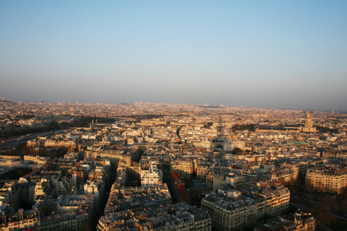 Beautiful Paris- views from the Eiffel Tower(April'09)i love that you can see buildings right up to the horizon