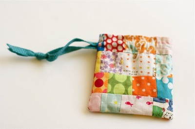 jamaicamakes:  a quilt is nice: little bag