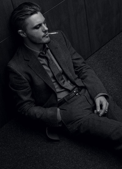 lyriquediscorde:  -thisisnotanexit:  So fine.   gah.  This is why smoking is considered sexy.