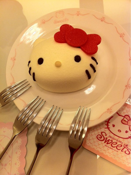 At Hello Kitty sweets cafe in Taipei, eating cake. n_n / mikathestripper