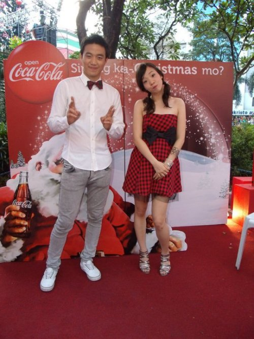 (via fuckyeahryanbang) So adorbs! Especially Jenny! And that dress! :3