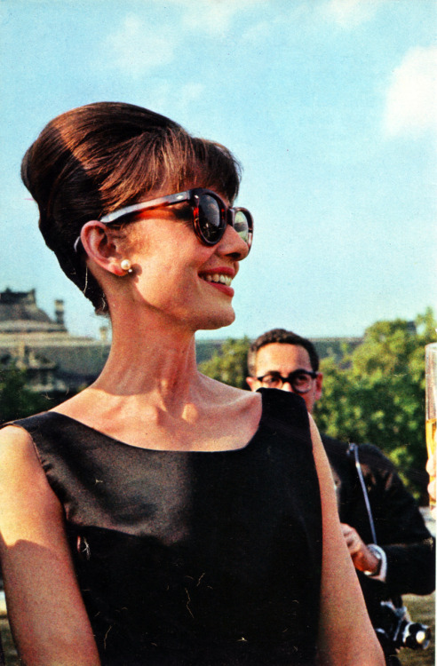 rareaudreyhepburn:  Audrey Hepburn in Paris doing publicity for Paris When It Sizzles - June 14th, 1962