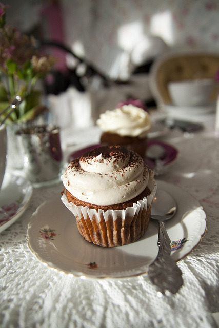 vintagerosegarden:  I'm obviously in the mood for sweets…….. onlycupcakes: Photo by Mad Noggie