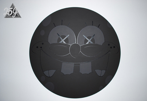 Black on black Spongebob round canvas