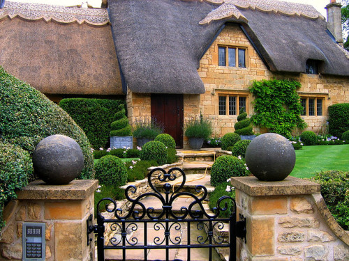 Chipping Campden in the Cotswolds (by JR P)