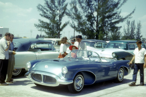 Oldsmobile 2 seater concept at Sebring 1956