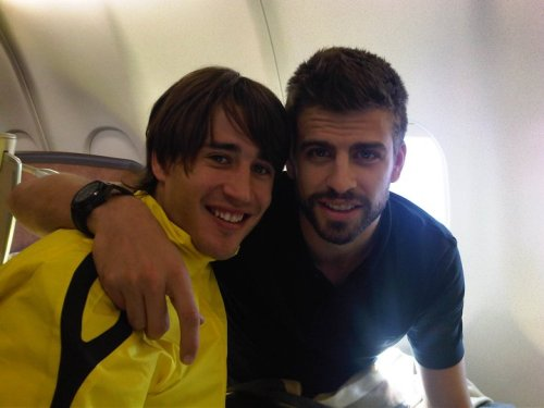 "Gerard Piqué: ""In the plane with my friend BO from Barcelona to Athenas!!"""