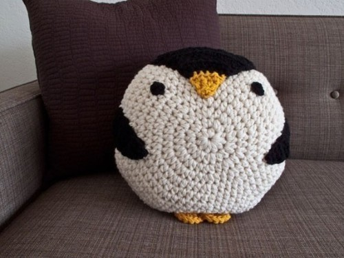 flairnotes:  Chelsea, the Crochet Penguin Pillow by Peanut Butter Dynamite (tweet @PBDYNAMITE ) on Etsy - So cute and chunky, I love it!! lol