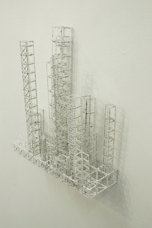Katsumi Hayakawa´s impressive wireframe paper modelling. Images of the exhibition at Gallery MoMo in Roppongi.