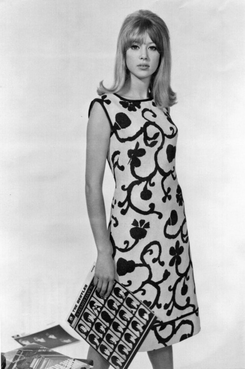peggymoffitt:  Pattie Boyd  1960's chicks were the best