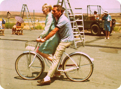 ridesabike:  Paul Newman and Joanne Woodward ride a bike.