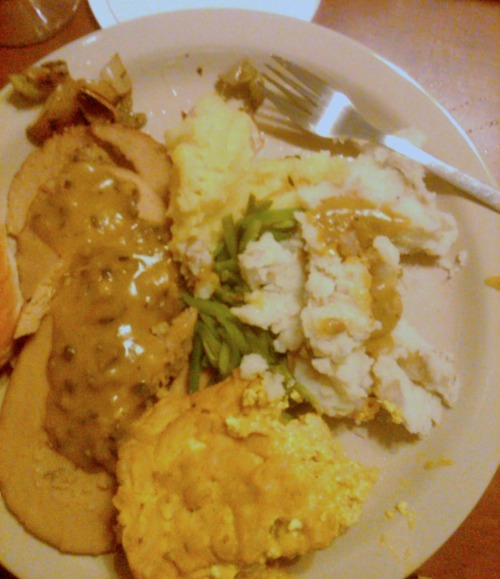 From another anonymous reader, a Thanksgiving plate of Tofurky, vegan mac 'n' cheese, garlic mashed potatoes and mushroom gravy! Vegan mac 'n' cheese is a popular dish this year, I had no idea. Happy Thanksgiving!