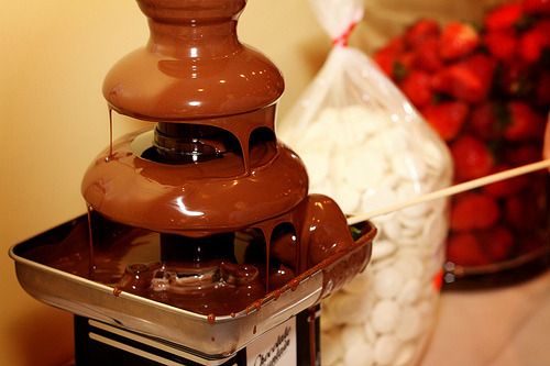 heyheymerxx: Choco fountain, Y U SO TEMPTING?