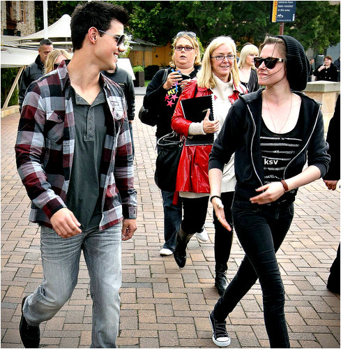 fuckyeahtwilight:  Taylor and Kristen promoting Eclipse in Australia - May 2010