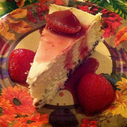 MY MOM'S CHEESECAKE cheesecake, strawberries & strawberry sauce thanksgiving 2010