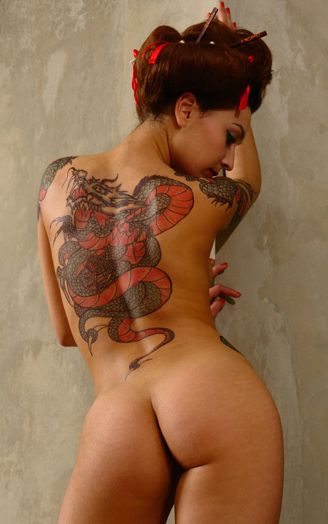 the woman w/ dragon tattoo  by Elena Vasilieva (via libraryvixen)