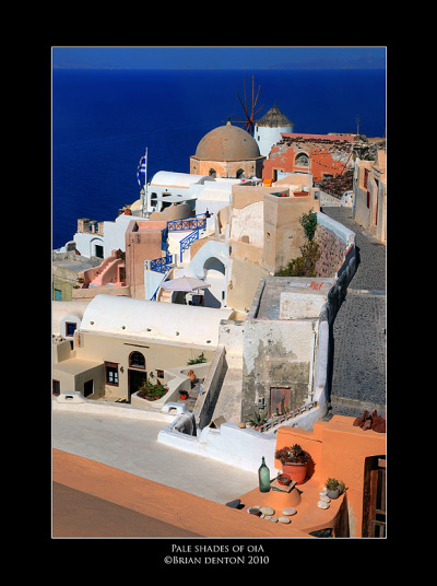 handa:  Pale Shades Of Oia, a photo from Kyklades, South Aegean | TrekEarth