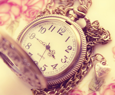 I really like the hands on this pocket watch :)  zomgitsbeca:  old times <3