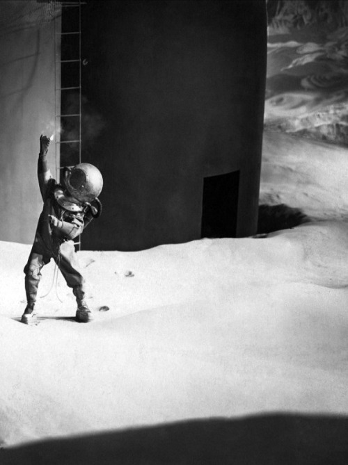 Woman in the Moon, Fritz Lang's 1929 sci-fi film about the first moon landing (via)