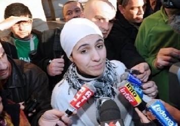 "Headscarf Wearing Candidate Walks Out on France's Anti-Capitalist Party | IslamToday - English  Twelve activists from Olivier Besancenot's New Anticapitalist Party (NPA) have walked out on the party in protest. ""The numerous acts of defiance and hostility against us have become intolerable and it was time to put an end to the stigma and the witch hunt."" This is what twelve activists from Avignon have written in an internal statement to explain their departure from Olivier Besancenot's Anti-Capitalist Party. Among them is Ilham Moussaïd, the recent regional candidate who wears a headscarf. Her candidacy caused a split within the party due to her wearing of a headscarf and the ongoing debate regarding the veil. She is a practicing Muslim and identifies herself as a pro-choice feminist.  […] Abdul Zahir regretted ""the expectation of a conference (which seems never to happen) to decide if we have our place in this party. This is neither right nor worthy of a mass revolutionary party."" The question embarrasses the NPA. Its national congress originally to be held in November, was postponed until December, and recently the month of February has been announced. For her part, Moussaïd asserts that she is a feminist who wears the headscarf out of choice: ""We need to concentrate on what unites us, on the fight for equality between men and women, and not to say we should all dress the same way, that you can't wear a headscarf because otherwise you're not a feminist. I think that shows a lack of respect. I don't feel represented by feminists who say that the headscarf is always a question of obligation. There are a lot of feminists who agree with me, who see that I'm fighting the same battles as them, and they support me."" The party's leader and founder agrees. Besancenot said when Moussaïd was nominated as a regional party candidate: ""A woman can be a feminist, can uphold secular values and wear a [Islamic] headscarf at the same time."""
