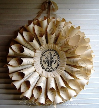 Click through for some sweet, eco-friendly wreaths! The book one is my favorite. :)
