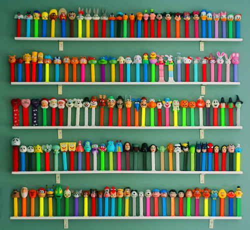 Via thingsorganizedneatly:  PEZ DISPENSER COLLECTION