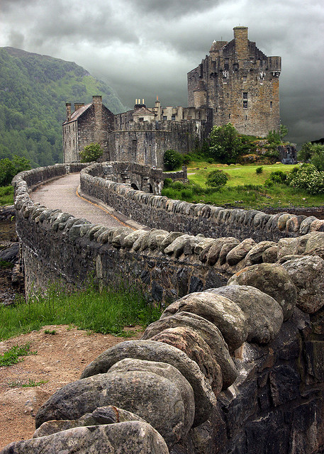 metalchickteagan:  sunsurfer:  Eilean Donan Castle, Scotland photo from jdphotography  PERFECT!