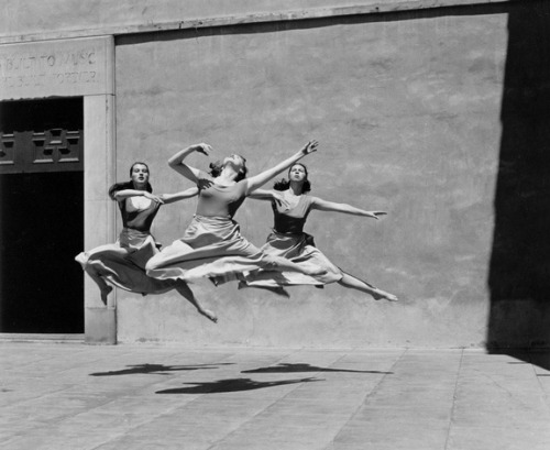 Three Dancers, Mills College, 1929. Photo by Imogen Cunningham -via winnet